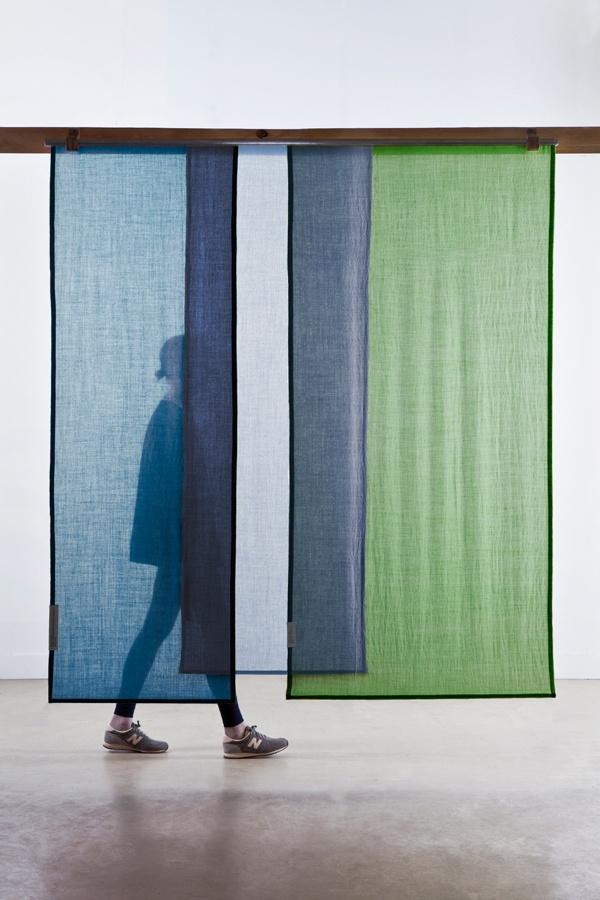 重ねて飾るカーテン